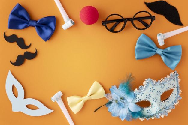 cartel naranja con motivos de carnaval: gafas, mascaras, bigotes y pajaritas.